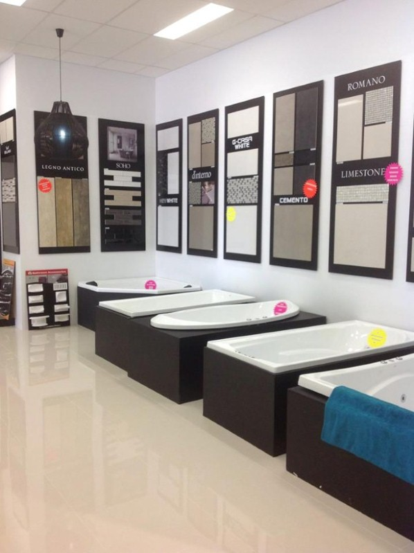 bath-tubs-showroom